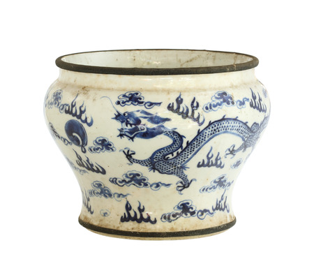 antique vase: Vintage chinese ceramic pot (with clipping path) isolated on white background