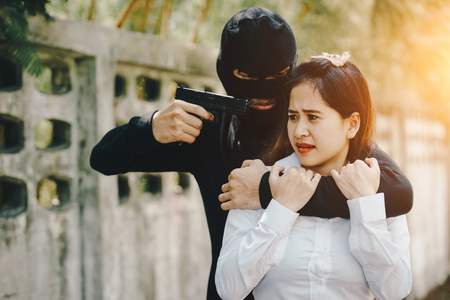 Thieves were threatened with a knife office girl on the way she was walking home. Zdjęcie Seryjne