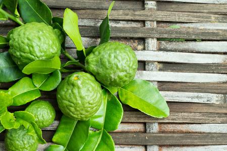 l�gumes vert: Bergamote fruits � la feuille Banque d'images