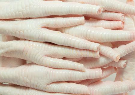 patas de pollo listo para cocinar, de cerca