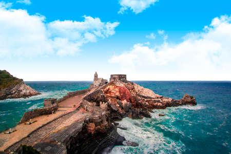 Portovenere (Porto Venere) in Liguria, Italy: beautiful aerial scenic view of the Church of St. Peter (Chiesa di San Pietro) from Doria castle nearby Cinque Terre 新聞圖片