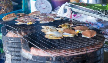 petoncle: P�toncles grill�s Banque d'images