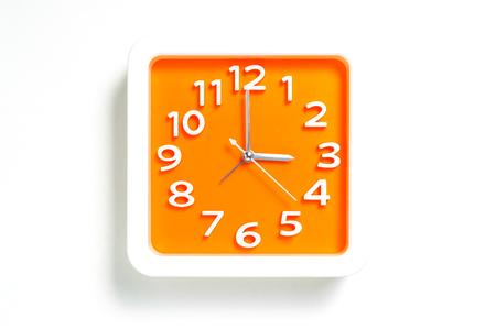 Orange Wall clock tellen 3