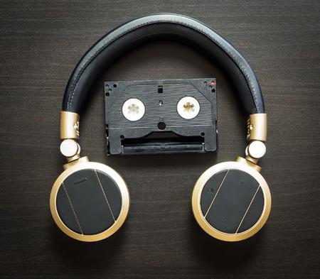 tone: Music Robot Headphone Vintage Tone