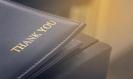 folder Creditcard leer voor de klant facturering. Betaling tray voor cafe en een restaurant. Stockfoto