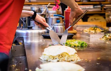 hiroshima: Cooking Hiroshima Okonomiyaki