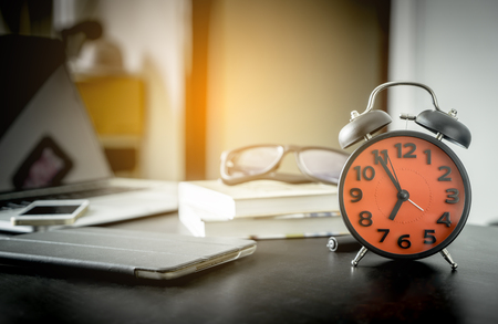 office time: Alarm Clock is counting to office starting time.