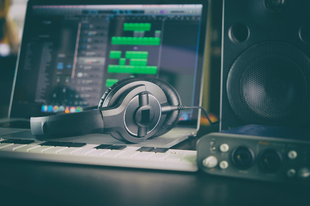 Home Studio Computer Music Station Portable opgezet. Stockfoto