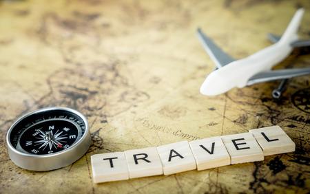 Uitstekend reismateriaal met luchtvliegtuig voor het concept van de wereldreis