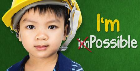 教育・職業の可能性概念の Im のテキストとエンジニア リングの帽子をかぶっている男の子 写真素材