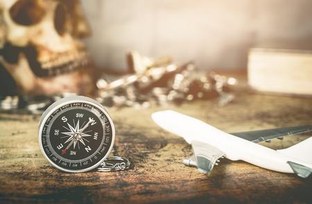 海賊スタイル ヴィンテージ旅行冒険付属品ビンテージ マップ上の宝します。 写真素材 - 80683870