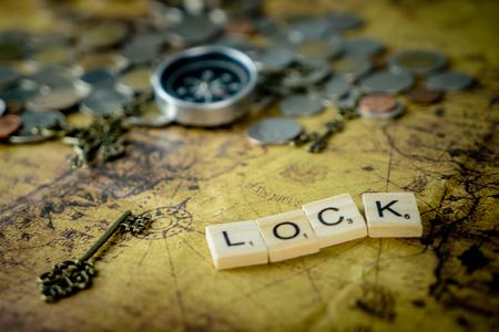 Vitnage Treasure key locking on vintage map 版權商用圖片