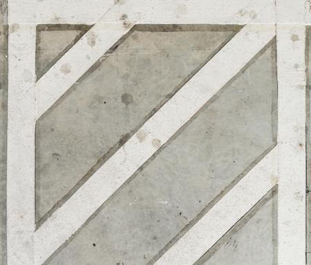 시멘트 도로 층에 흰색 트래픽 라인