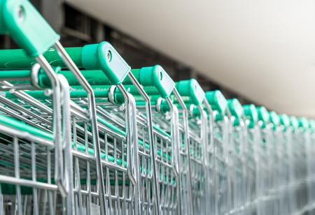 ショッピング カート スーパー緑のための行