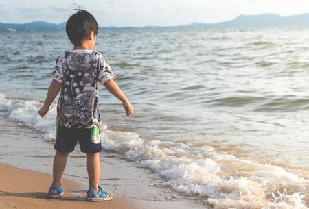 Little Asian boy is standing by the Beach Фото со стока - 88763134