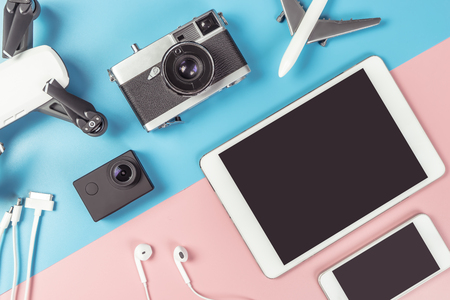 Travel gadgets flatlay on blue and pink background for travel concept Фото со стока - 90431938