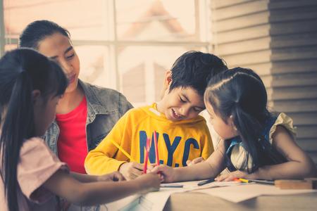 Asian Teacher is teaching children in kindergarten classroom Zdjęcie Seryjne - 106824237