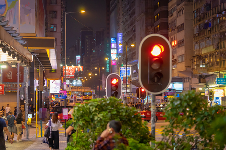 Hong Kong, Hong Kong - October 16, 2018: People are traveling in the night street of Nathan Road. Foto de archivo - 112108806