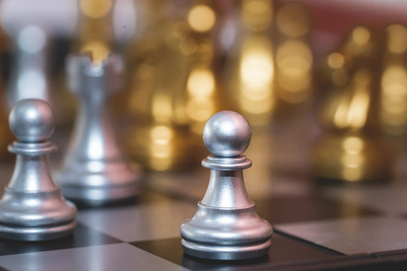 Silver and gold chess set for business concept 写真素材 - 113095476