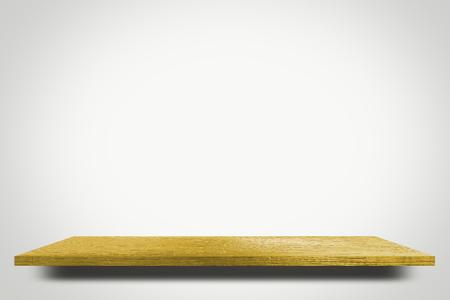 étagère jaune vide sur fond blanc pour l'affichage du produit
