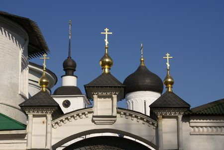 nicely: Nicely decorated gate of Orthodox monastery with golden cupolas and onion-domes behind. Russia, near Moscow