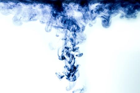 humo: Gota de tinta en el agua.
