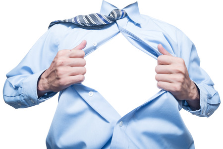 camisas: hombre de negocios que muestra el espacio en su camisa aislado en blanco