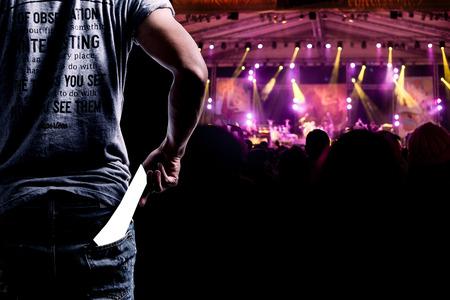 티켓이나 입장을 제시 관객들은 콘서트를 볼에 전달