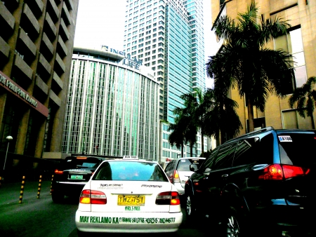 congested: Cars at a heavy traffic in paseo de roxas street in makati city philippines Stock Photo