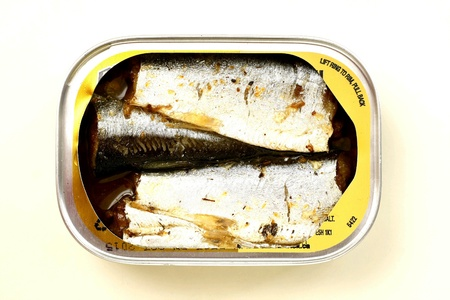 sardine: Aperto lattina di sardine