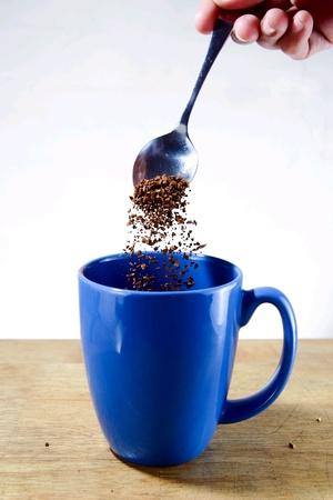 robusta: Hand pouring coffee on mug Stock Photo