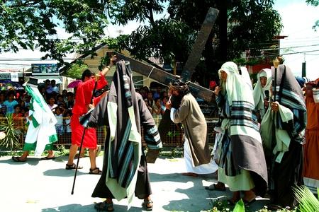 reenact: Devotos cat�licos recrean la muerte de cristo jes�s en cainta, Rizal, Filipinas el viernes santo