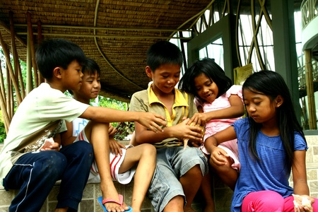 giver: Young asian children sharing a pomelo fruit