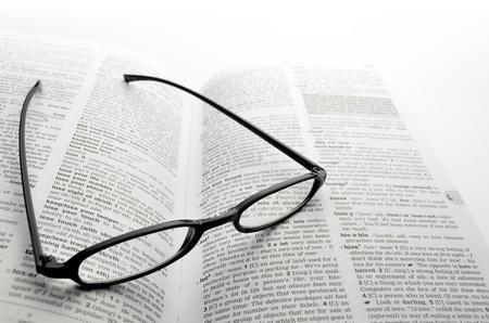 diccionarios: gafas Foto de archivo
