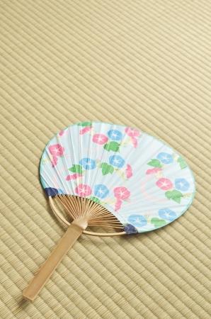 eventail japonais: fan japonais uchiwa sur le tatami Banque d'images