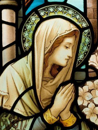 Gekleurd glas in de katholieke kerk in Dublin blijkt Onze-Lieve-Vrouw Stockfoto