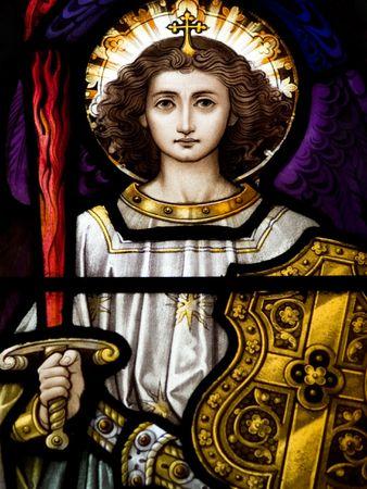 Gekleurd glas in de katholieke kerk in Dublin blijkt Aartsengel MichaelThe glas-in-lood ramen zijn door de beroemde kunstenaar, William Early, die stierf tijdens de commissie