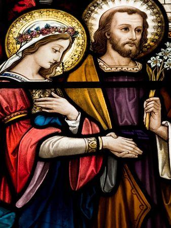 Gekleurd glas in de katholieke kerk in Dublin blijkt huwelijk van Mary en de glas-in-lood ramen zijn door de beroemde kunstenaar, William Early, die stierf tijdens de commissie Stockfoto