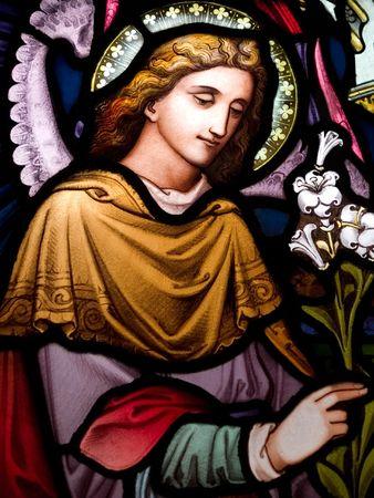 Gebrandschilderd glas in de katholieke kerk in Dublin tonen Aartsengel GabrielThe gebrandschilderde ramen zijn door de beroemde kunstenaar William Early, die stierf tijdens de commissie Stockfoto