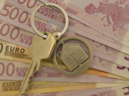 Huis-toets op stapel van eurobankbiljetten