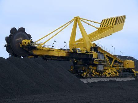 Stacker-reclaimer op kolen-terminal in de haven van Gdansk
