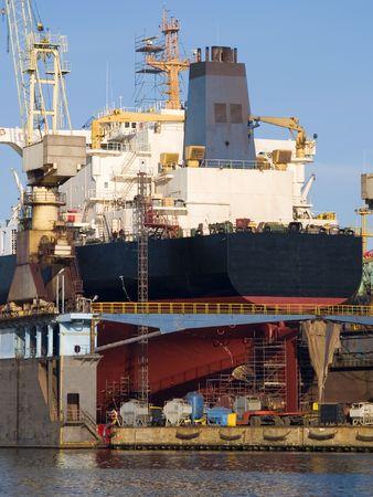 Een schip in een haven droog Stockfoto