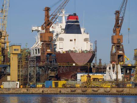 construction navale: Un navire en cale s�che Banque d'images
