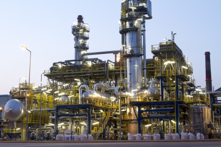 rafinery: A petrochemical industrial plant.