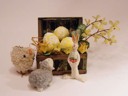 reanimować: Easter basket with eggs
