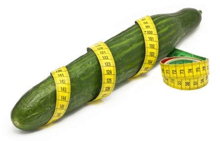 pene: cubumber envuelto en una cinta de medir