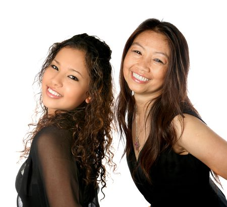 jeune fille adolescente: Belle m�re tha�landaise avec sa fille adolescente isol�e sur fond blanc.