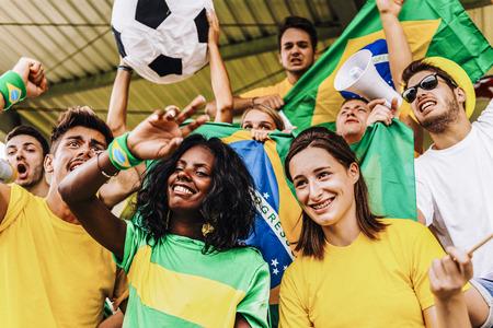 Ondersteuners uit Brazilië in het stadion Stockfoto
