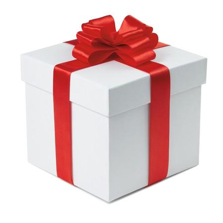 boite carton: Bo�te-cadeau avec archet de fin du ruban sur le fond blanc