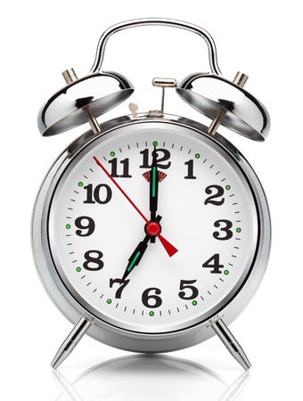 reloj despertador: Reloj despertador, aislado en el fondo blanco, trazado de recorte incluidos. Foto de archivo
